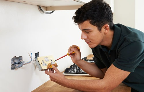 Electrician Hull Electrical Testing Head On Electrical